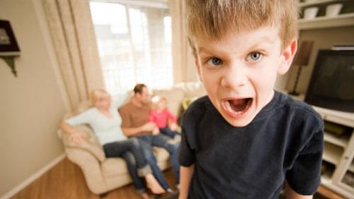 سلوكيات الأطفال العنيفة تسبب مشاكل