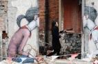 فرنسي يُحول مباني صينية مُهدمة إلي لوحات فنيه