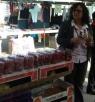 القائمة المشتركة : جولة في سوق كفر ياسيف و توزيع الورود وبطاقات التهنئة  على نساء البلدة