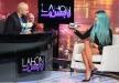 مايا دياب متهمة بالتقليد وتُحرج مذيعاً لبنانياً بهدية نسائية على الهواء