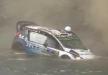 مشهد مرعب مصور من داخل سيارة أثناء غرقها