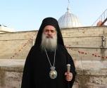 القدس: المطران عطا الله حنا يستنكر الاعتداء على دير الاحباش