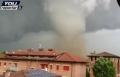 فيديو هواة يصور زوبعة قوية تضرب مناطق شمال إيطاليا