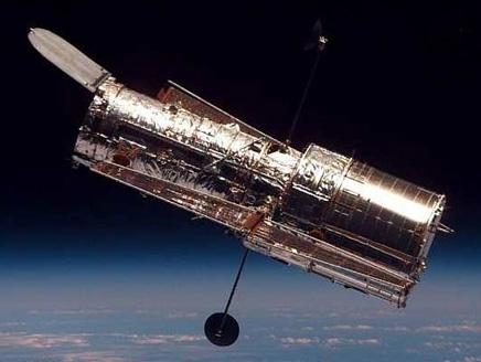 أكبر تلسكوب العالم يبث أولى