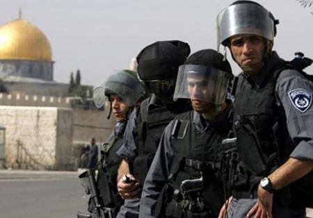 القوات الإسرائيلية تقتحم المسجد الأقصى