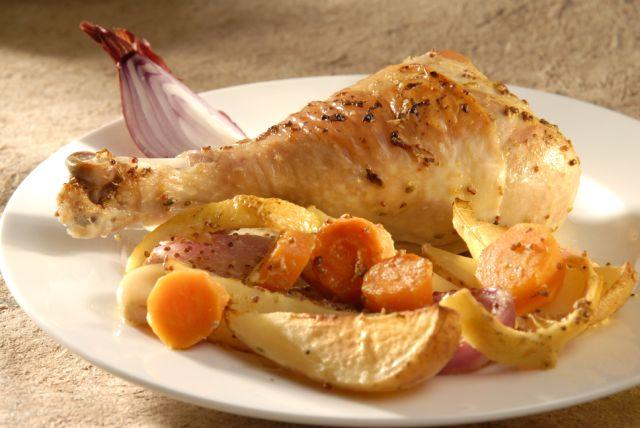 دجاج مطبوخ مع البطاطس، الجزر، الخردل والبصل: