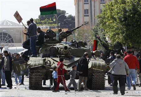 القذافي يتوجه للمجلس الوطني المؤقت