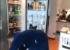 شاهد صراع طريف بين أب وتوأميه حول الثلاجة