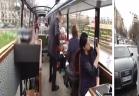 مطعم 3 نجوم في حافلة تجول شوارع باريس