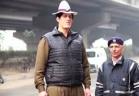 بالفيديو..أطول شرطي مرور ينظم السير في الهند