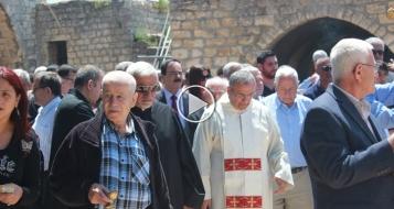 كفر برعم: قداس ومسيرة بعد الاعتداء على المدافن