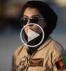 أول قائدة طيارة بالجيش الأفغاني .. حسناء من أجمل طيّارات العالم