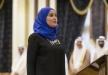"""وزيرة السعادة الاماراتية تؤدي اليمين مع قلادة """"Happy"""""""