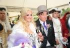 ملياردير يتزوج فتاة تصغره بـ57 عاما