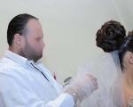 العروس تتهم مصفف الشعر بتشويه مظهرها قبل العرس !