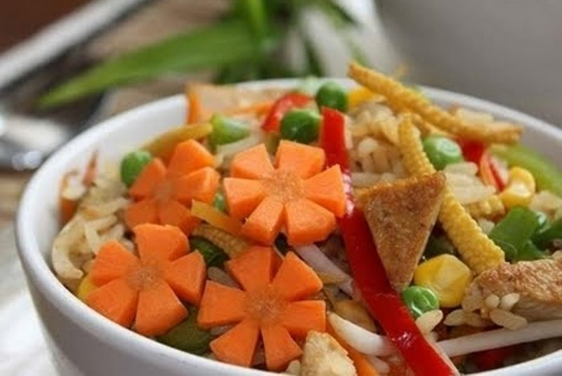الأرز بالخضار ... طبق صيني شهير