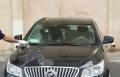 عكا: مجهولون يسكبون مادة حارقة على سيارة الشيخ سمير عاصي امام مسجد الحزار