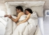 بحث: ماذا تقول وضعية النوم عن علاقتكما؟