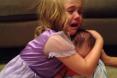 فيديو...طفلة تبكي بإنهيار لأنها لا تريد لشقيقها الرضيع أن يكبر أبداً