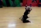 طفلة روسية تمارس الكاراتيه بقوة رجال الصاعقة