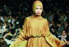 أدونيسيا: فتيات كثيرات يدمجن غطاء الرأس مع أزياء غربية