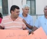 لجنة أولياء امور الطلاب في المدرسة الثانوية تنظّم وقفة احتجاجية امام المجلس المحلي