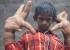 طفل هندي يترك الدراسة بسبب أصابعه العملاقة