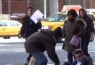 رد فعل المارة على معاق يسقط في الشارع ويطلب المساعدة