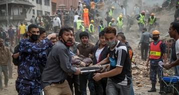 زلزال نيبال: ارتفاع عدد القتلى لأكثر من 1500 ودول العالم تقدم المساعدات