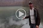 تدحرج حجر على سطح ماء متجمد يعطي صوت البلبل