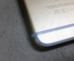 تحوُّل لون شرائط آيفون 6 للأزرق بسبب الجينز