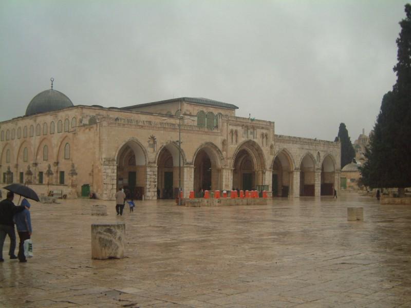 حاخام متطرف يدعو لتدمير المسجد