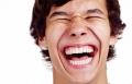 باحثون: المرح والضحك أفضل علاج للغضب والاكتئاب