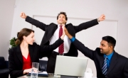علاقات العمل الناجحة مسيرة استثمار وتفاعل