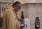 المطران موسى الحاج يتراس القداس في كنيسة برعم المهجرة