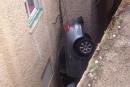 بالصور: سقطت بسيارتها من ارتفاع 4 امتار وخرجت بإصابة طفيفة!