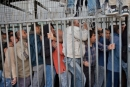 العمال الفلسطينيون يضربون بسبب المعاملة الفظة بمعبر الطيبة