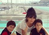 ديما بياعة تستمتع بوقتها مع ولديها في جزيرة ياس المائية