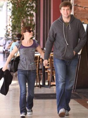 دراسة: الرجل الطويل ينظر للمرأة القصيرة بجذابية وانوثة! 0christina-ricci-with-fiance