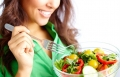 تناول الغذاء الصحي لطلّة أصغر بعشر سنوات