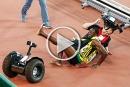 فيديو: كيف سقط العداء بولت اثناء احتفاله بفوزه بالذهبية؟