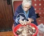 الجدة مارتا تعلمنا سر الحياة المديدة ..وصنع الفطاريش