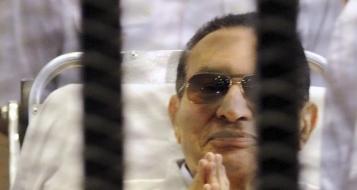 مصر: المحكمة تبرىء مبارك ونجليه ووزير داخليته ومساعديه