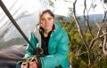 ميراندا جيبسون تمكث 376 يوما فوق شجرة
