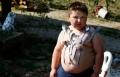 الطفل المغناطيسى جسده يلتقط من الإبرة للصاروخ