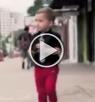 طفل يعاكس الصبايا يلاقي اعجابهن