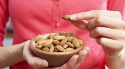 تناول اللوز يومياً يخفض الوزن والكوليسترول