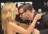 هايدي كلوم تطبع القبلات على وجه كريس سميث