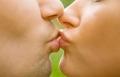 ما هي أسباب توقّف الزوج عن تقبيل زوجته؟