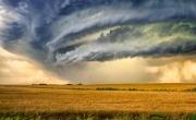 فيديو مدهش بتقنية المرور الزمني لبداية عاصفة رعدية